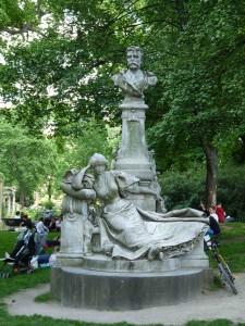 8_Statue de Maupassant